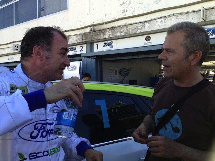 Con Tomás Rosón, de la Fundación Lydia Cacho, sólo bajar del coche.
