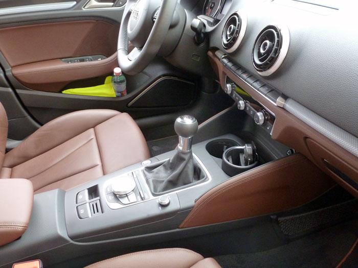 Audi A3 Sedan. 2013. Asientos tapizados en cuero marrón-castaño
