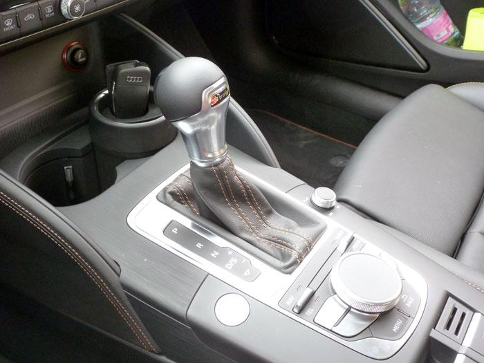 Audi A3 Sedan. 2013. Palanca de cambios automática