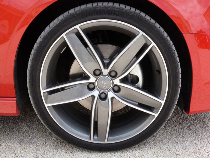 Audi A3 Sedan. 2013. Llanta aleación ligera de 19 pulgadas