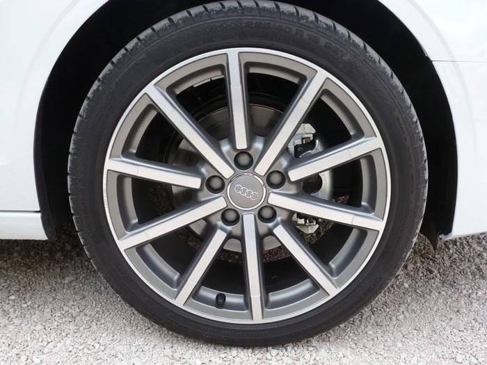 Audi A3 Sedan. 2013. Llanta aluminio 18 pulgadas