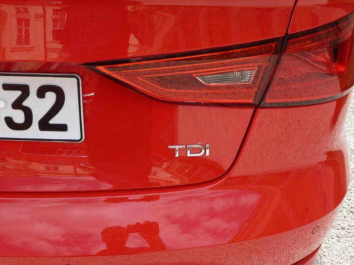 Audi A3 Sedan. 2013. Motor TDI. Rojo Misano efecto perla