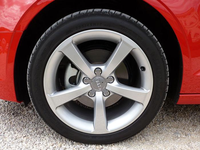 Audi A3 Sedan. 2013. Llanta aluminio fundido de 17 pulgadas