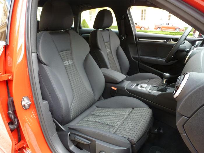 Audi A3 Sedan. 2013. Asientos con tapicería de tela Rally en color negro-plata-negro