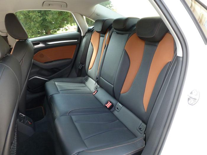Audi A3 Sedan. 2013. Asientos traseros de Alcantara y cuero