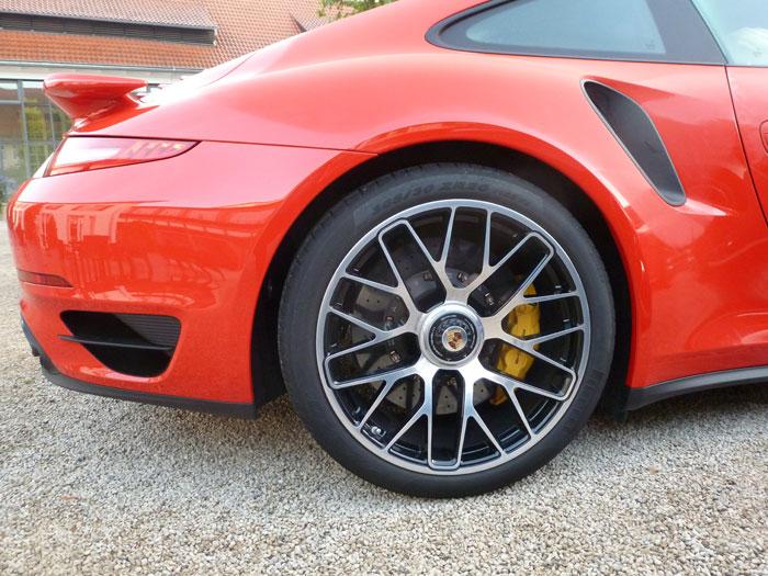 Porsche 911 Turbo S. 2013. Llantas de 20 pulgadas. Rojo guardia
