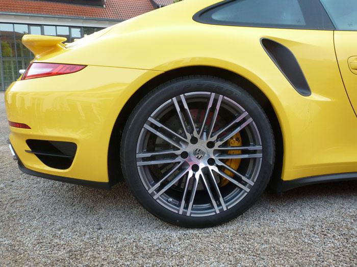 Porsche 911 Turbo. 2013. Llantas de 20 pulgadas. Amarillo Racing