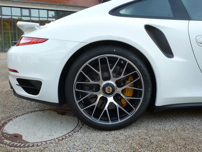 Porsche 911 turbo S. 2013. Llantas de 20 pulgadas. Blanco
