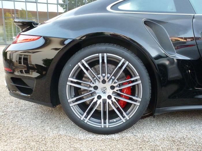 Porsche 911 Turbo. 2013. Llanta de 20 pulgadas. Negro basalto metalizado