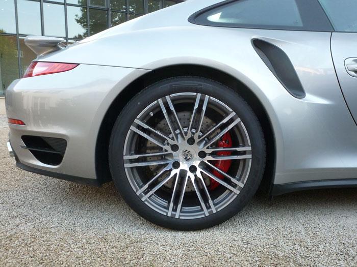 Porsche 911 Turbo. 2013. llanta de 20 pulgadas. Plata rodio metalizado