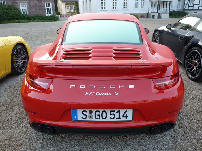 Porsche 911 Turbo S. 2013. Color rojo guardia