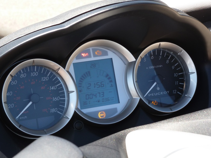 Peugeot Satelis 125. Cuadro de instrumentos.