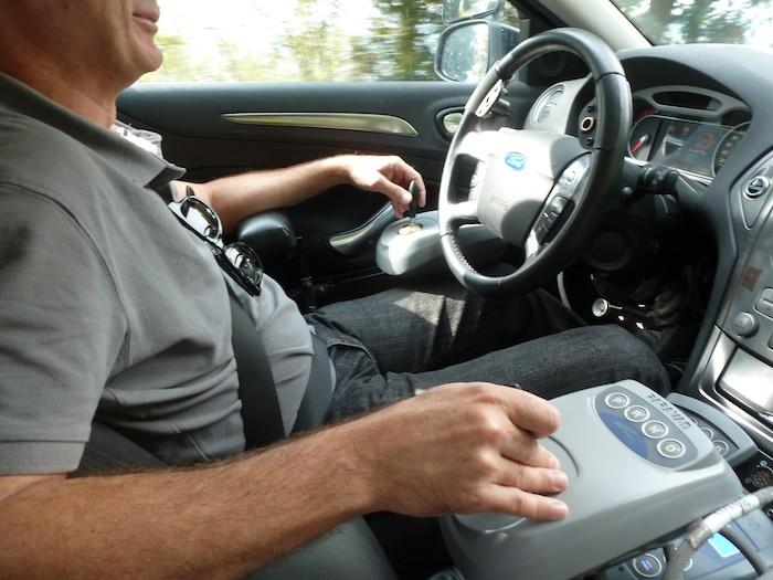 Conduciendo el Ford Mondeo con dos Joysticks.