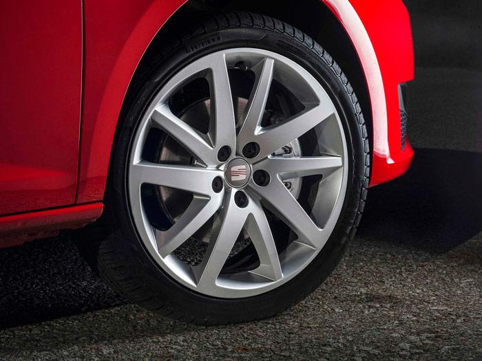 Seat Ibiza FR 1.2.Llanta Pirelli de 17 pulgadas