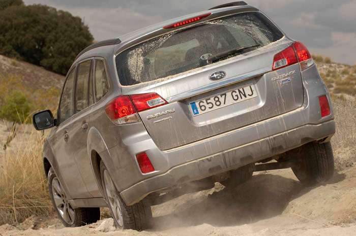 Subaru Legacy Outback 2.0D Lineartronic. Off-Road