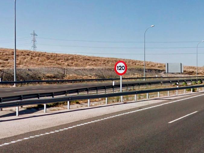 Señal limite de velocidad a 120 km/h