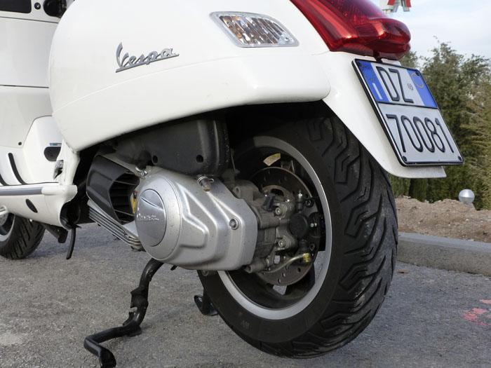 Tamaño del neumático posterior: 130/70 12