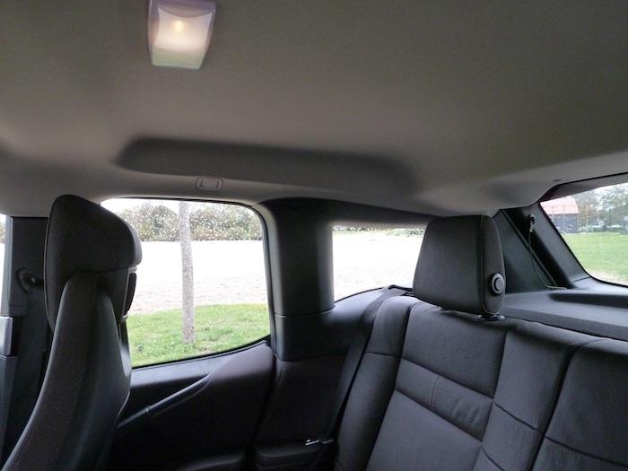 BMW i3. REposacabezas trasero y techo