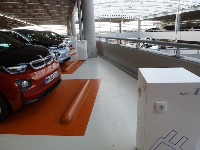 BMW i3 Aparcamiento y postes de recarga