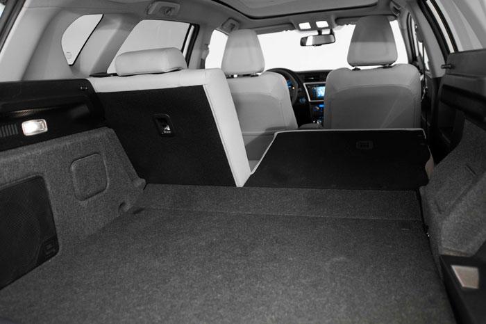Toyota Auris HSD híbrido. Prueba de consumo. Habitáculo, maletero