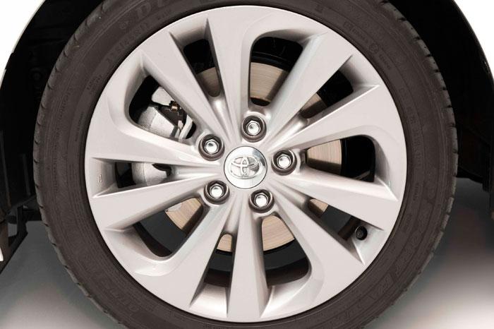 Toyota Auris HSD híbrido. Neumático Dunlop
