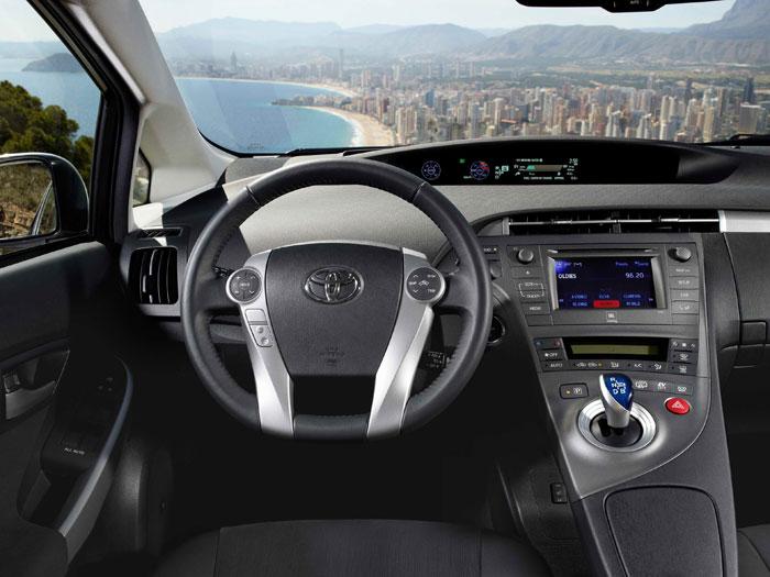 Toyota Prius III Plug-in. Salpicadero