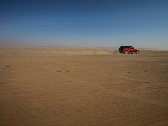 El Land Rover Range Rover Sport en el desierto de Arabia