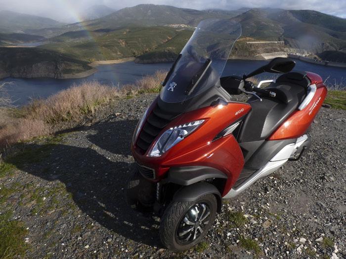 El motorista novato: Peugeot Metropolis. Tres ruedas y carnet de coche.