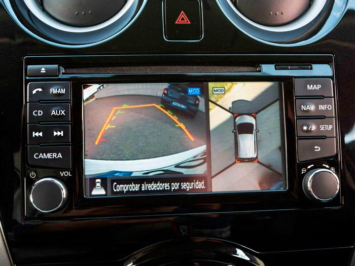 El sistema de cámaras permite tener un control periférico de los alrededores del coche, al margen del asistente para aparcar.