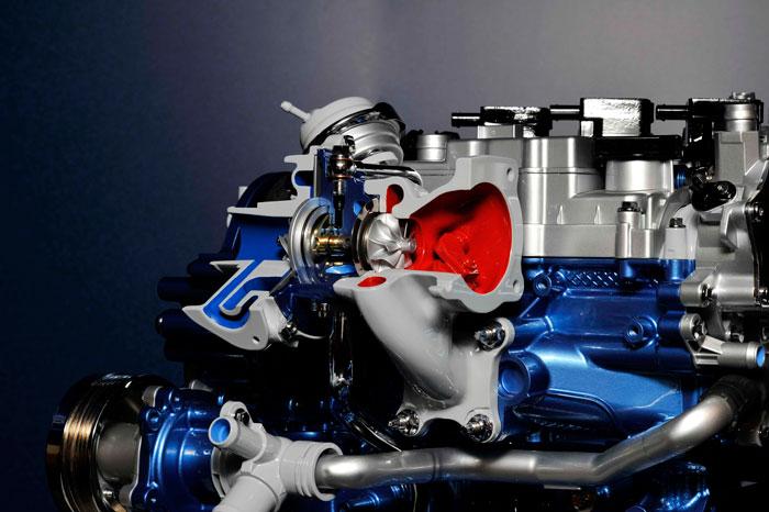 El diminuto turbo –por lo que respecta al tamaño de la turbina (rojo) y el compresor (azul)- llega a girar a 125.000 rpm. O sea, más de 2.000 giros por segundo; mareante.