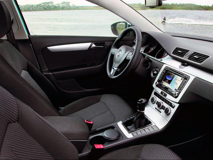 Los asientos de serie, sin llegar a ser deportivos, ofrecen un buen soporte lateral.