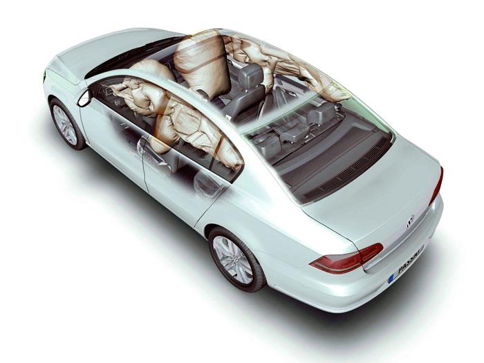 A las marcas les gusta mucho publicar esta horrenda foto de los airbags desplegados; dan ganas de no chocar sólo por no verlos.