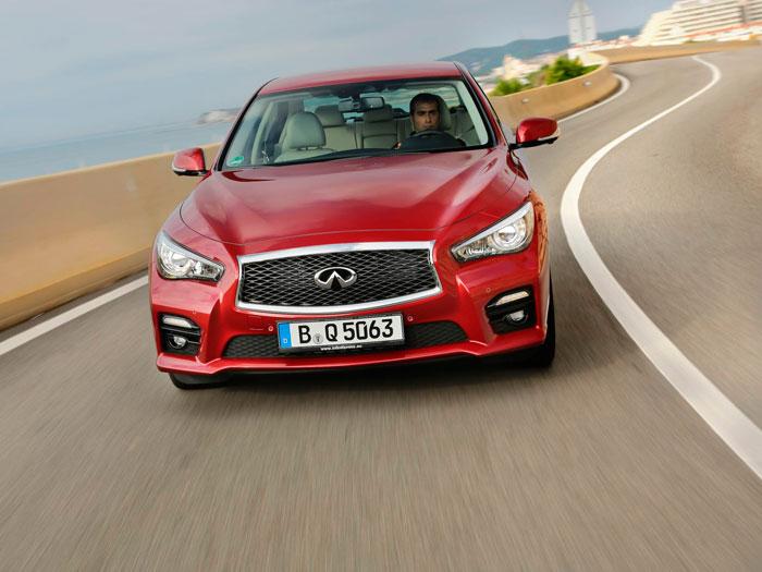 Los faros con aspecto de ojos de ave rapaz ya lo lanzó Opel hace varios años, diseño que ha tenido bastante aceptación.
