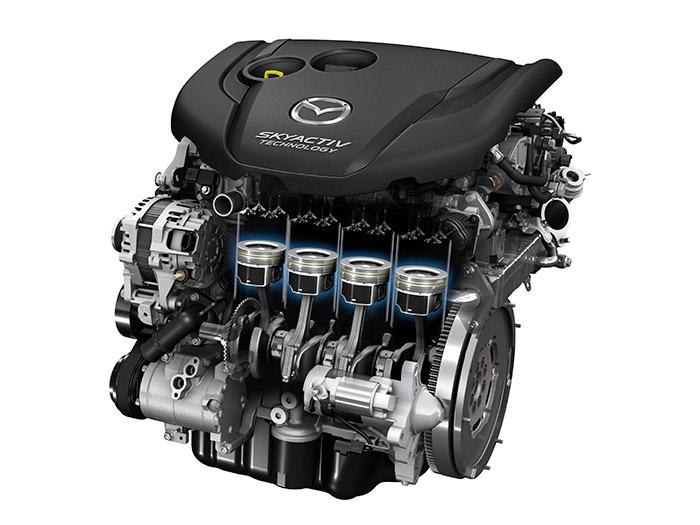 Junto con la carrocería, el motor 2.2D de 150 CV es el otro elemento a destacar: obsérvense las faldillas de los pistones, muy cortas y revestidas con bisulfuro de molibdeno en las zonas de deslizamiento.