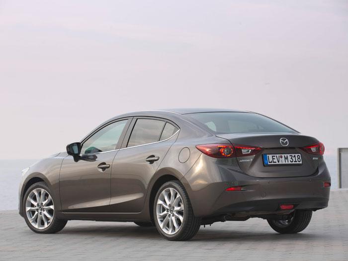Al ser más corto que el Mazda-6, y tener un tercer volumen menos prominente, el Mazda-3 Sedán no consigue alcanzar el Cx aerodinámico tan favorable de su hermano mayor, aunque también sea excelente.