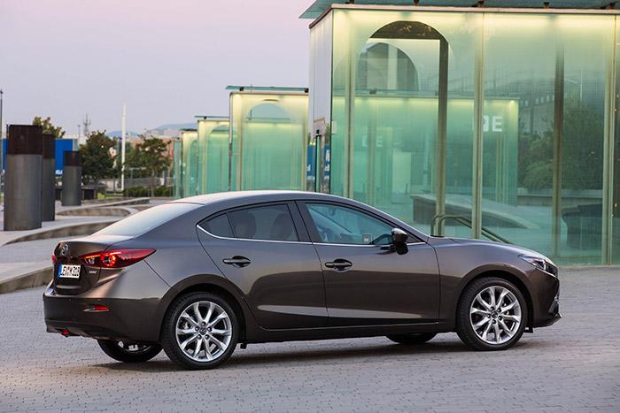 Ya hemos comentado hasta la saciedad la buena aerodinámica de las berlinas de tres volúmenes, y el producto S.Cx del Mazda-3 Sedán (0,59) lo confirma.