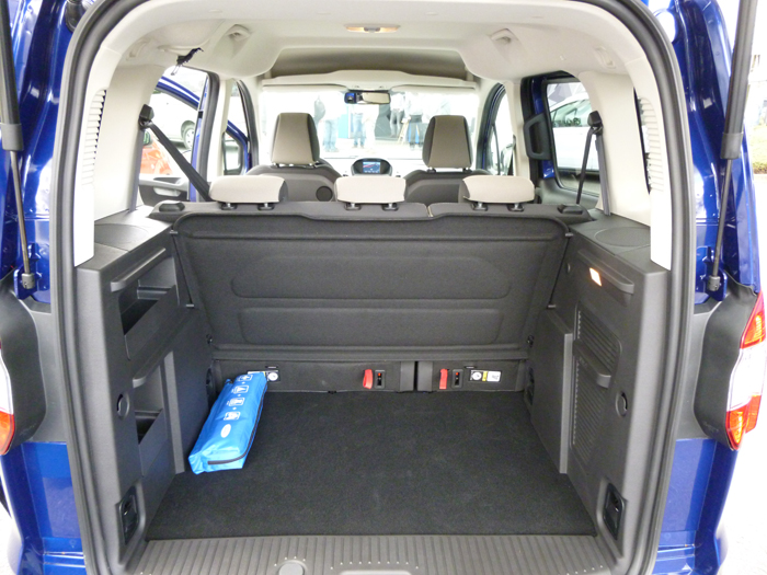 Ford tourneo Courier 2014. Maletero sin bandeja