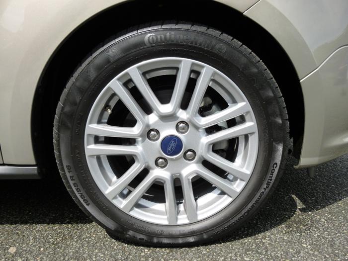 Ford tourneo Courier 2014. Llanta de 16 pulgadas