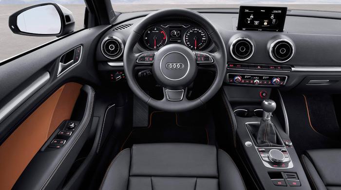 Puro Audi: pese a que entre el volante y las palancas situadas bajo él ya hay muchos mandos, todavía sobran unos cuantos para las consolas frontal y central. El cuentarrevoluciones admite hasta 5.000, aunque la inyección ya inicio su corte a 4.400.