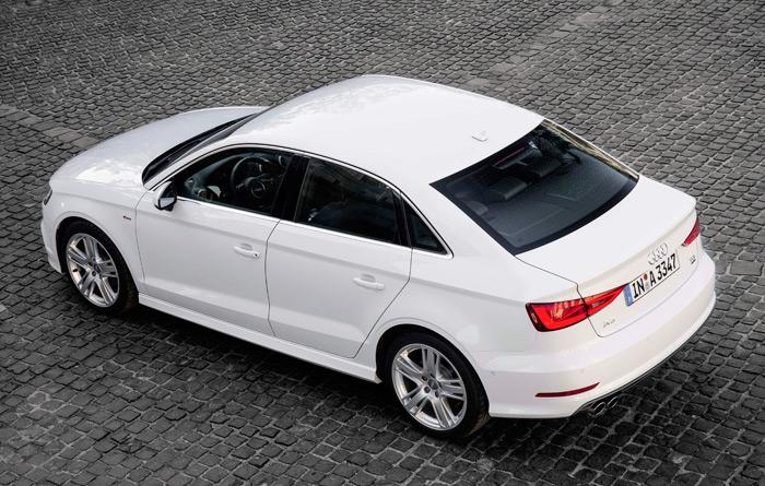 Este enfoque quizás sea el más definitorio de la estética del Sedán, tanto respecto al Sportback como al hatch de tres puertas.