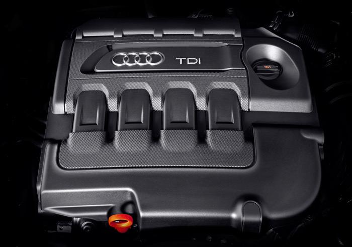 Por lo menos, se ha cuidado bastante la estética del carenado  que impide ver el motor (y que ayuda a aislar su sonoridad).