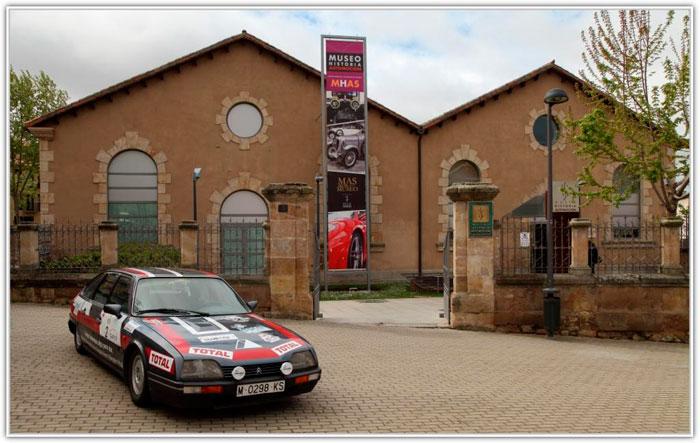 "Un Citroën CX ""Abderramán"" posa frente al Museo del Automóvil de Salamanca."