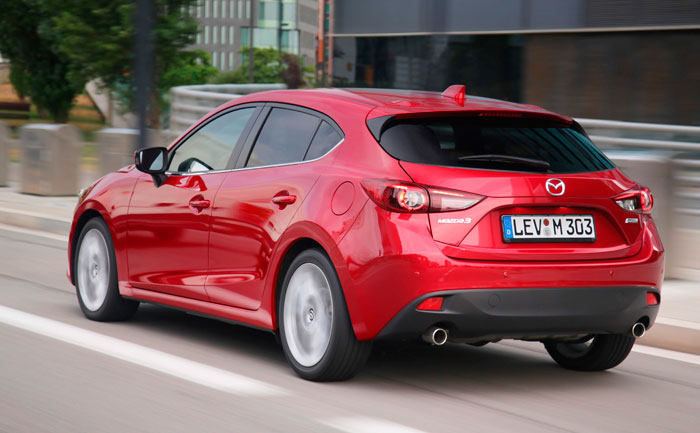 No cabe duda de que el diseño es muy deportivo, en especial teniendo en cuenta que la carrocería es de cuatro puertas laterales.