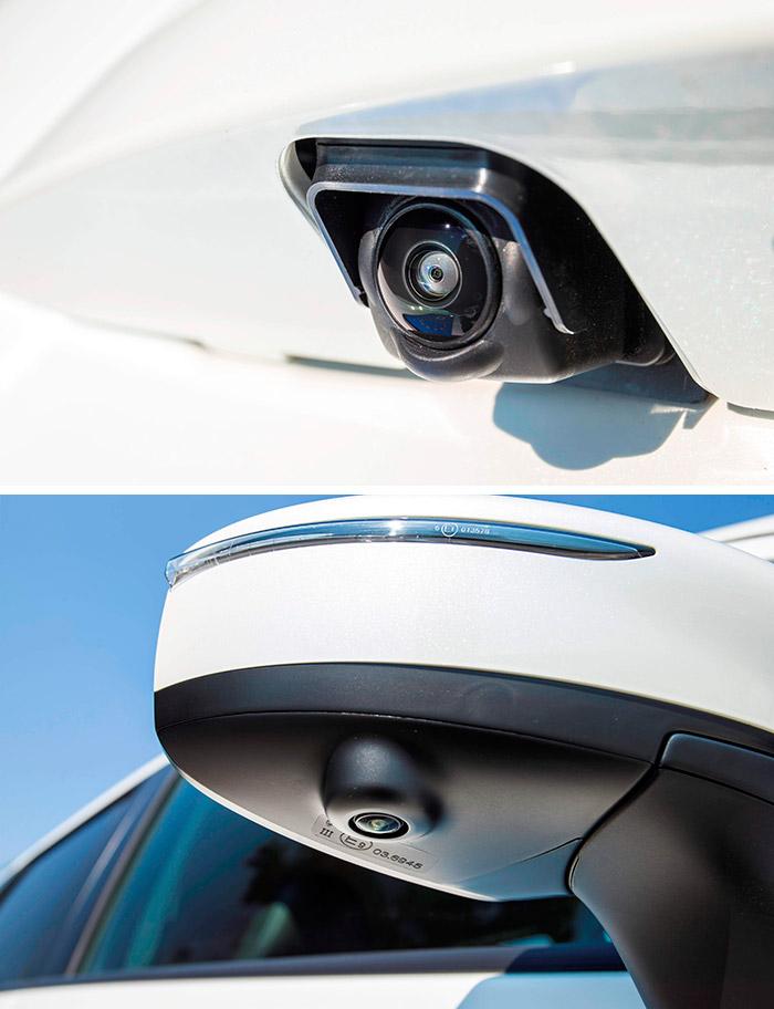 Las diminutas cámaras del control periférico van alojadas en la base de los retrovisores y en el reborde del portón.