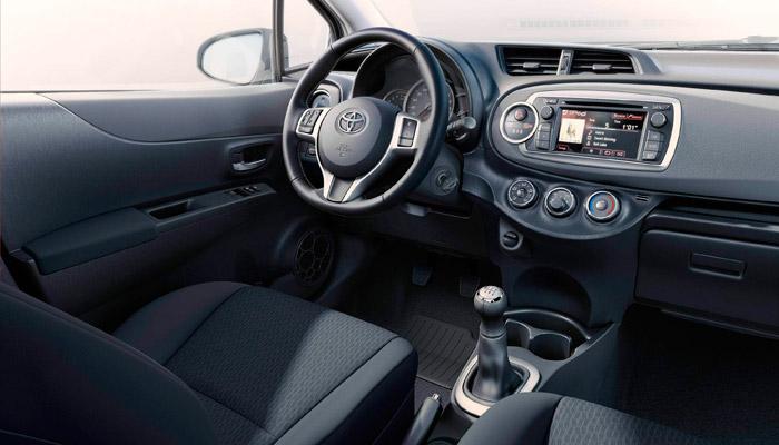 Toyota Yaris 2012. Interior, salpicadero