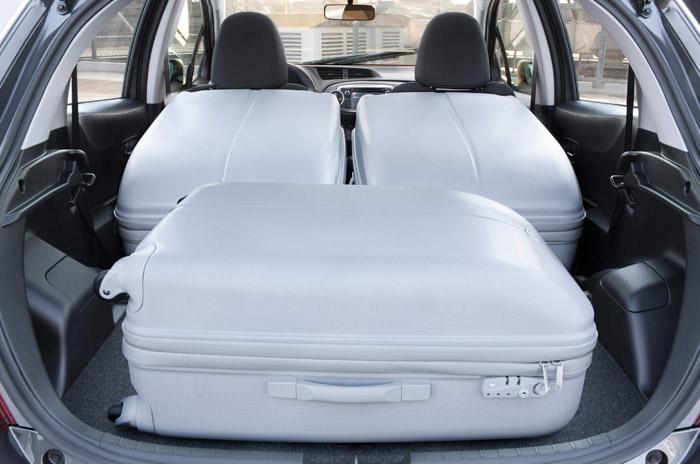 Toyota Yaris. Maletero con carga.