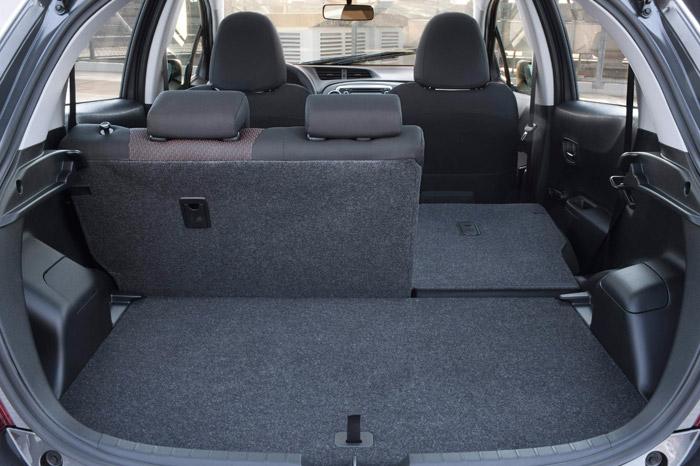 Toyota Yaris. Maletero, asientos abatidos.