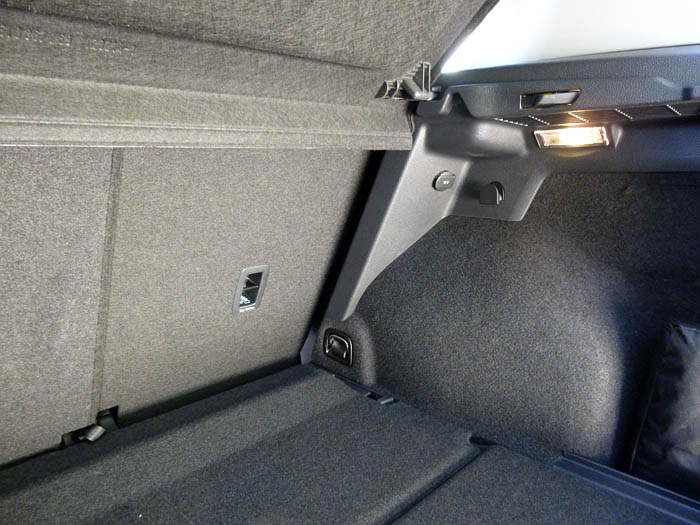 Volkswagen Golf Sportsvan. Maletero. Luz y toma de corriente.
