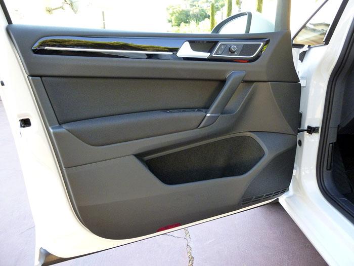 Volkswagen Golf Sportsvan. Puerta delantera.