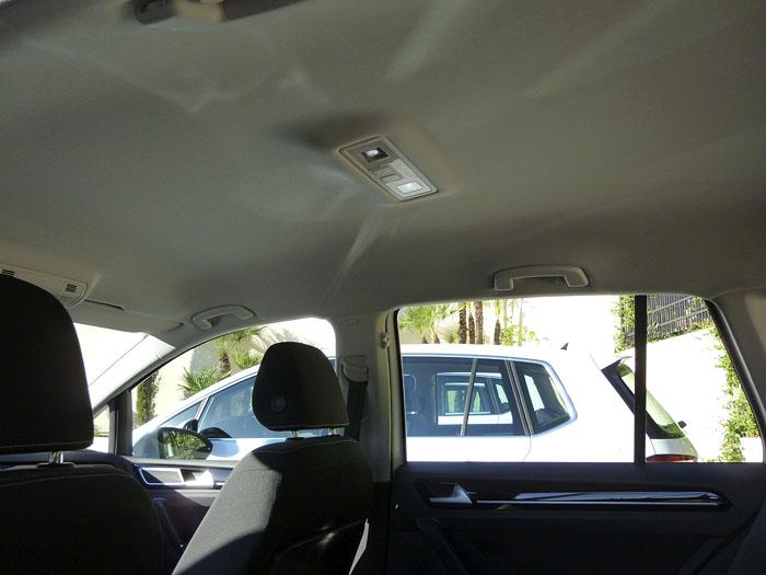 Volkswagen Golf Sportsvan. Tiradores en el techo.